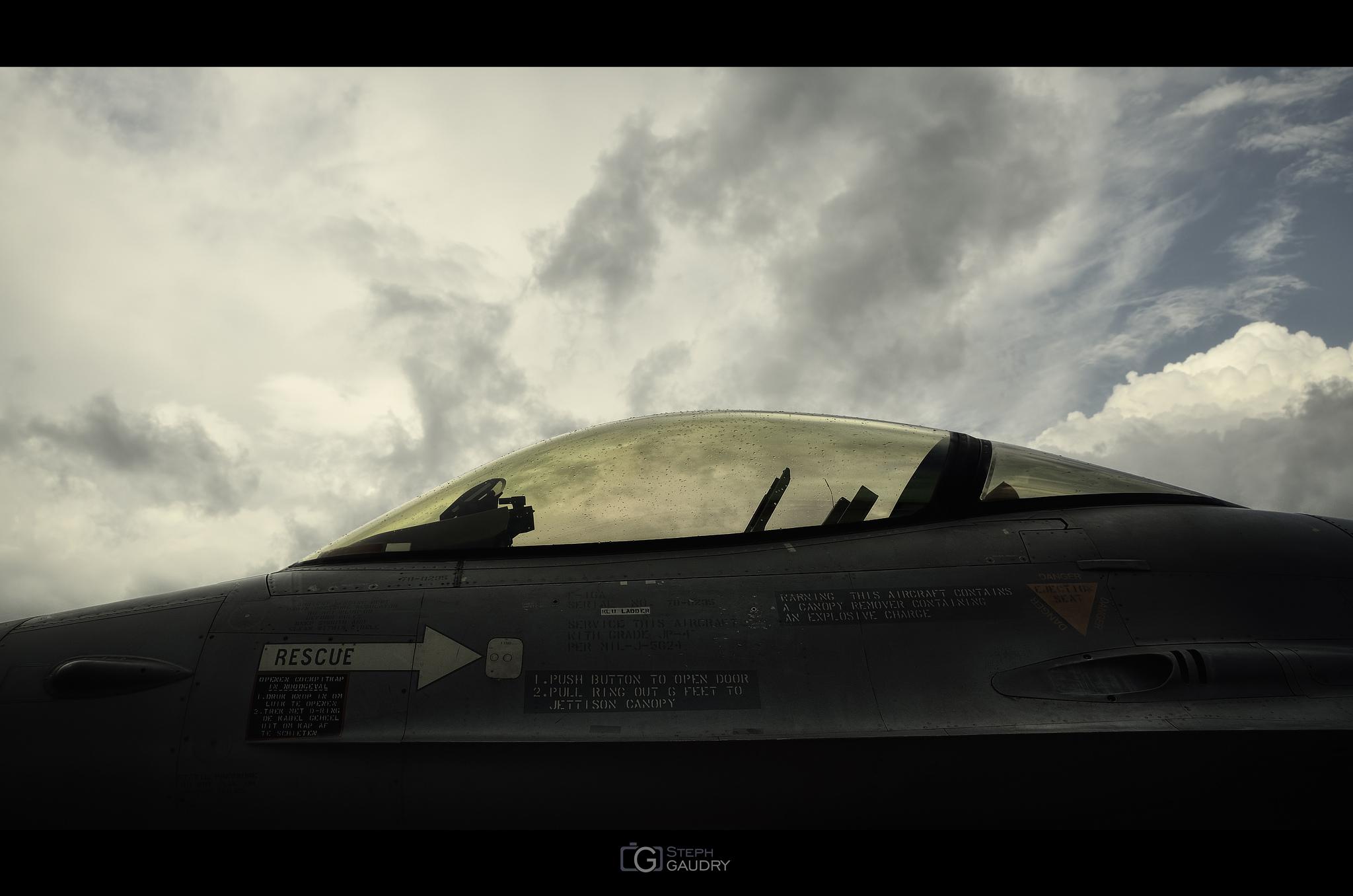 Lockheed Martin F-16AM/BM Fighting Falcon cockpit [Cliquez pour lancer le diaporama]