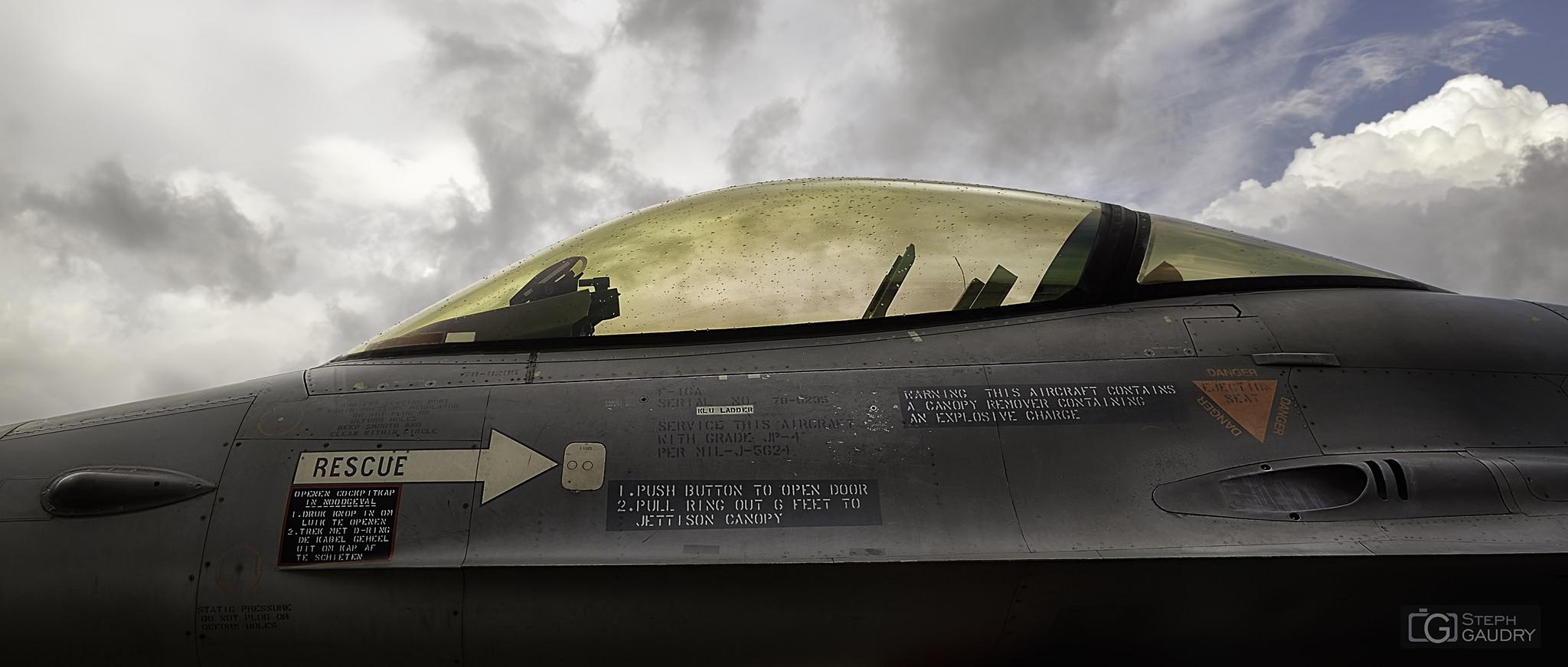 F-16 cockpit v2 [Cliquez pour lancer le diaporama]