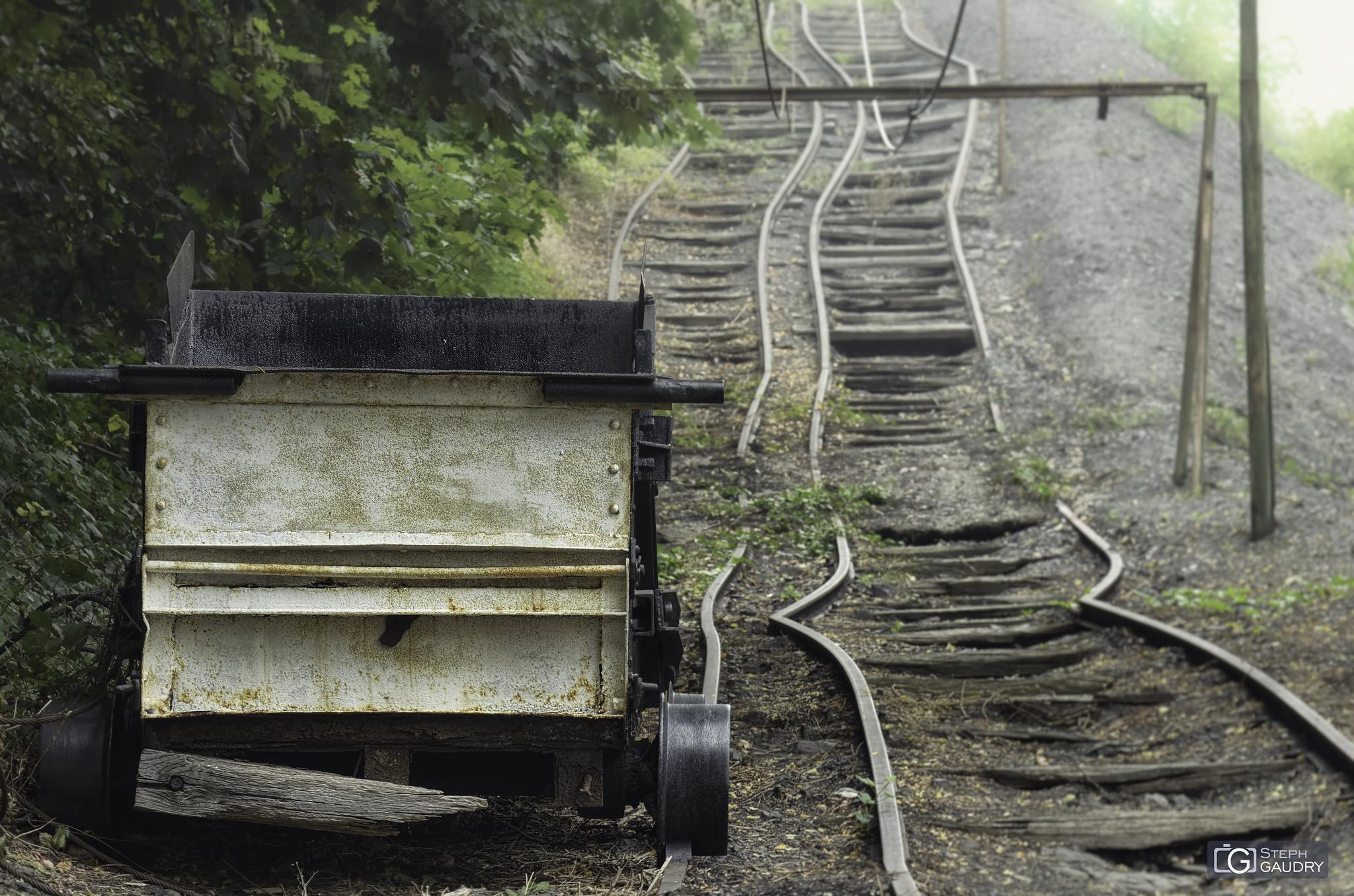 La voie vers le remblais sous la brume [Click to start slideshow]