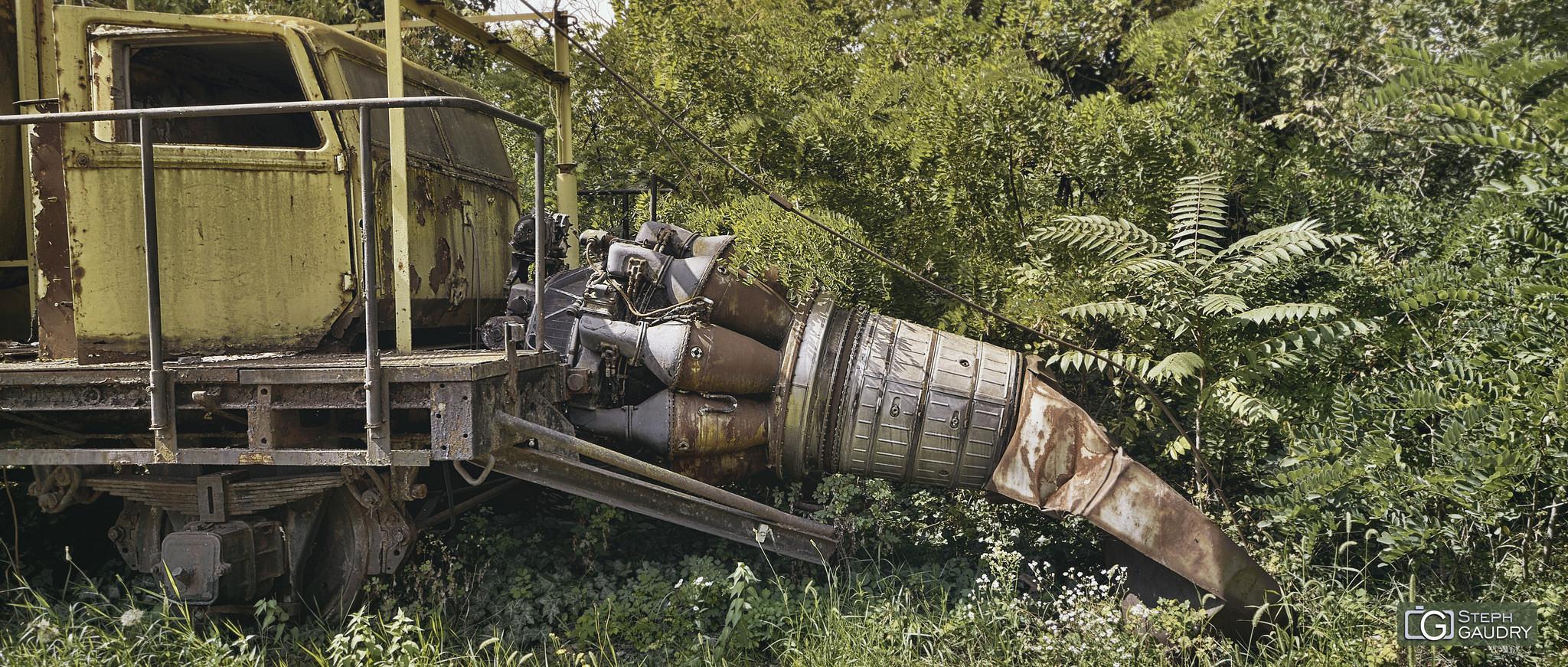 Un torboréacteur abandonné dans les bois [Cliquez pour lancer le diaporama]