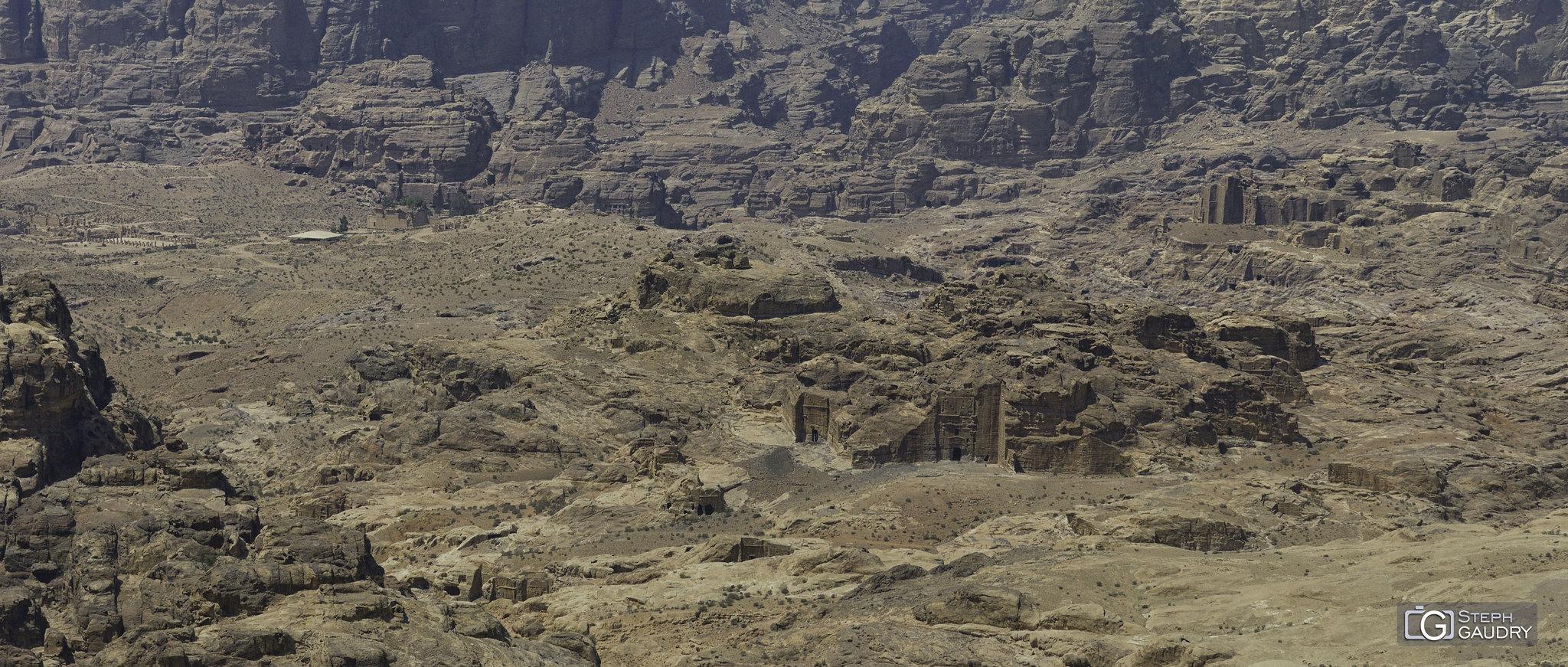 Chaque morceau de rocher est sculpté à Petra... [Cliquez pour lancer le diaporama]
