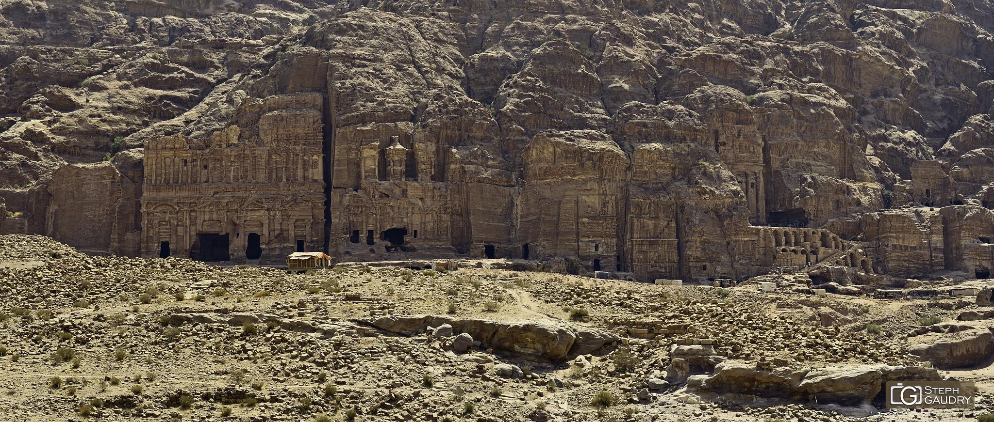 Petra, vue sur  les tombeaux royaux [Cliquez pour lancer le diaporama]