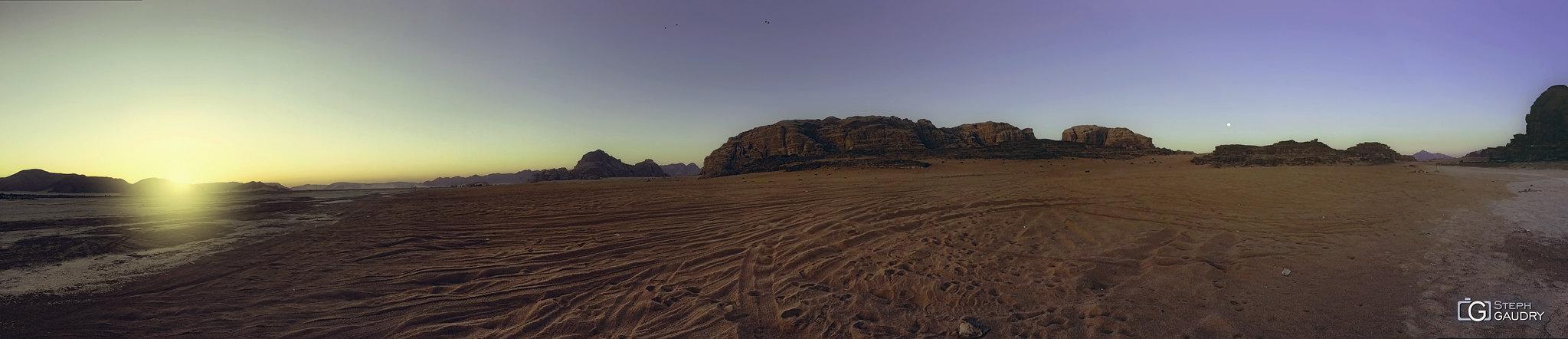 Wadi-Rum panorama gsm [Click to start slideshow]