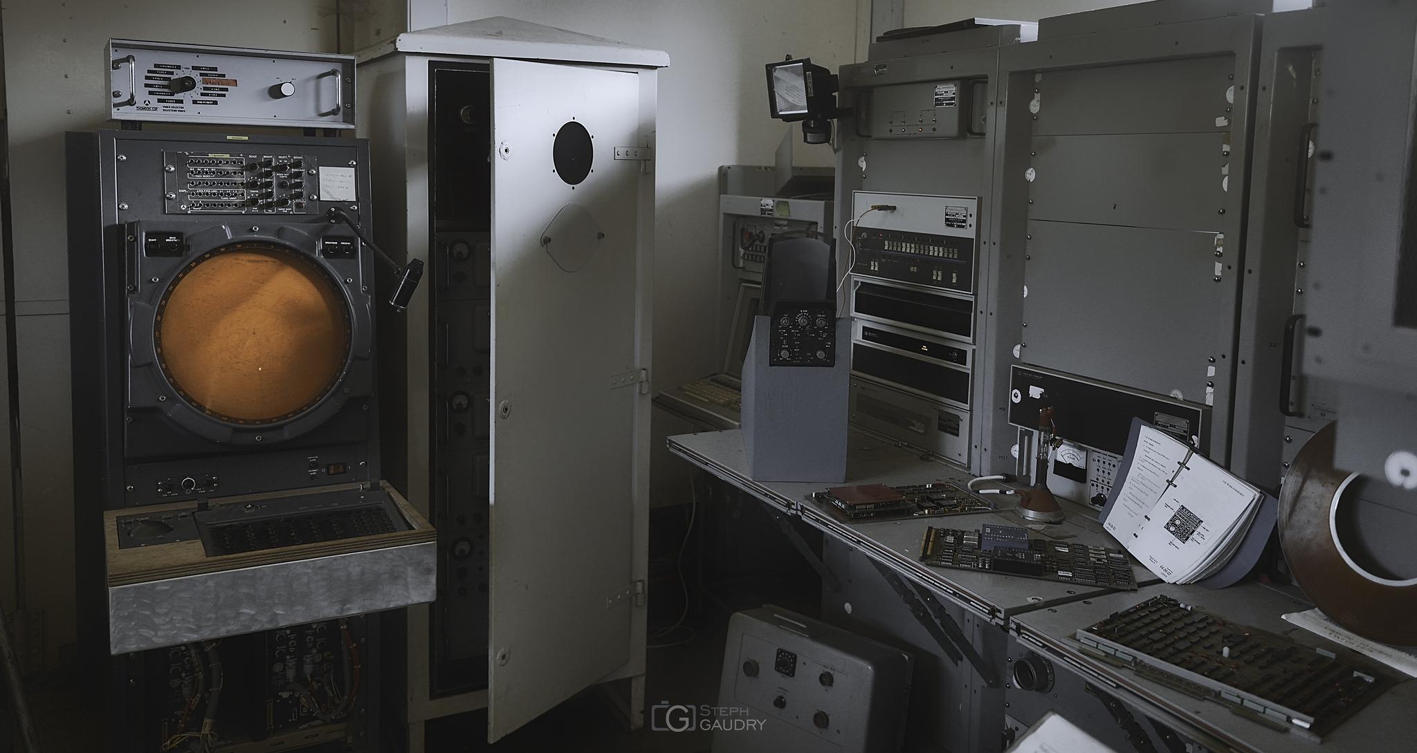 Old military radar for the air traffic control [Cliquez pour lancer le diaporama]