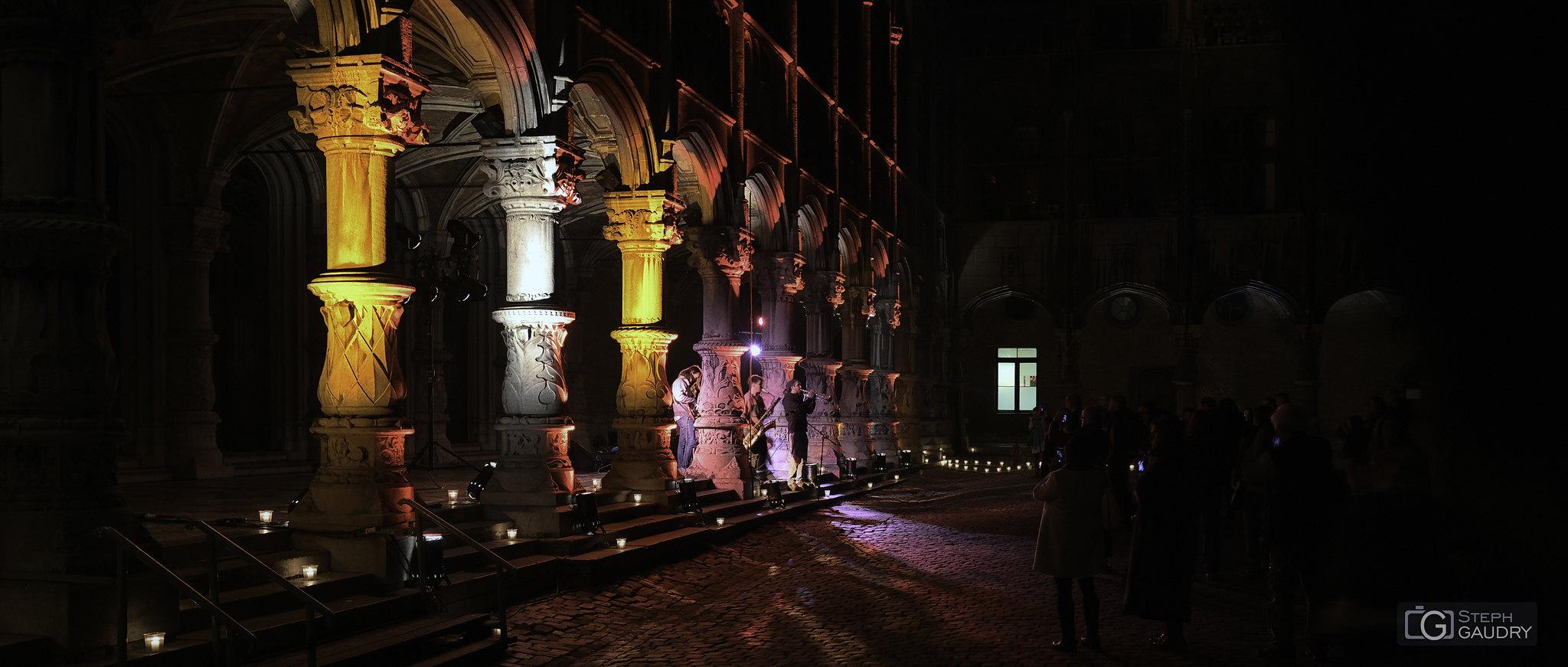 Illuminations au palais de justice - nocturne des coteaux 2019 [Click to start slideshow]