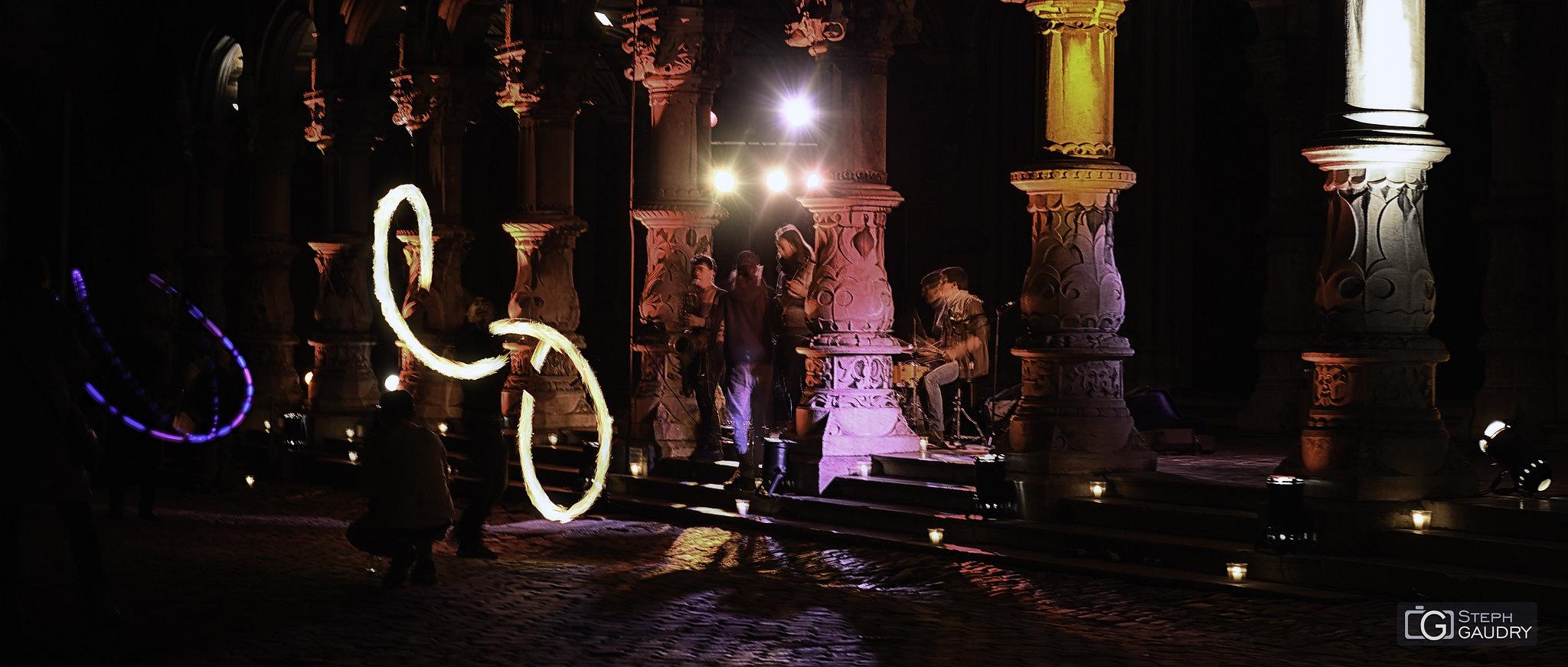 Nocturne des coteaux - le feu au palais de justice [Click to start slideshow]