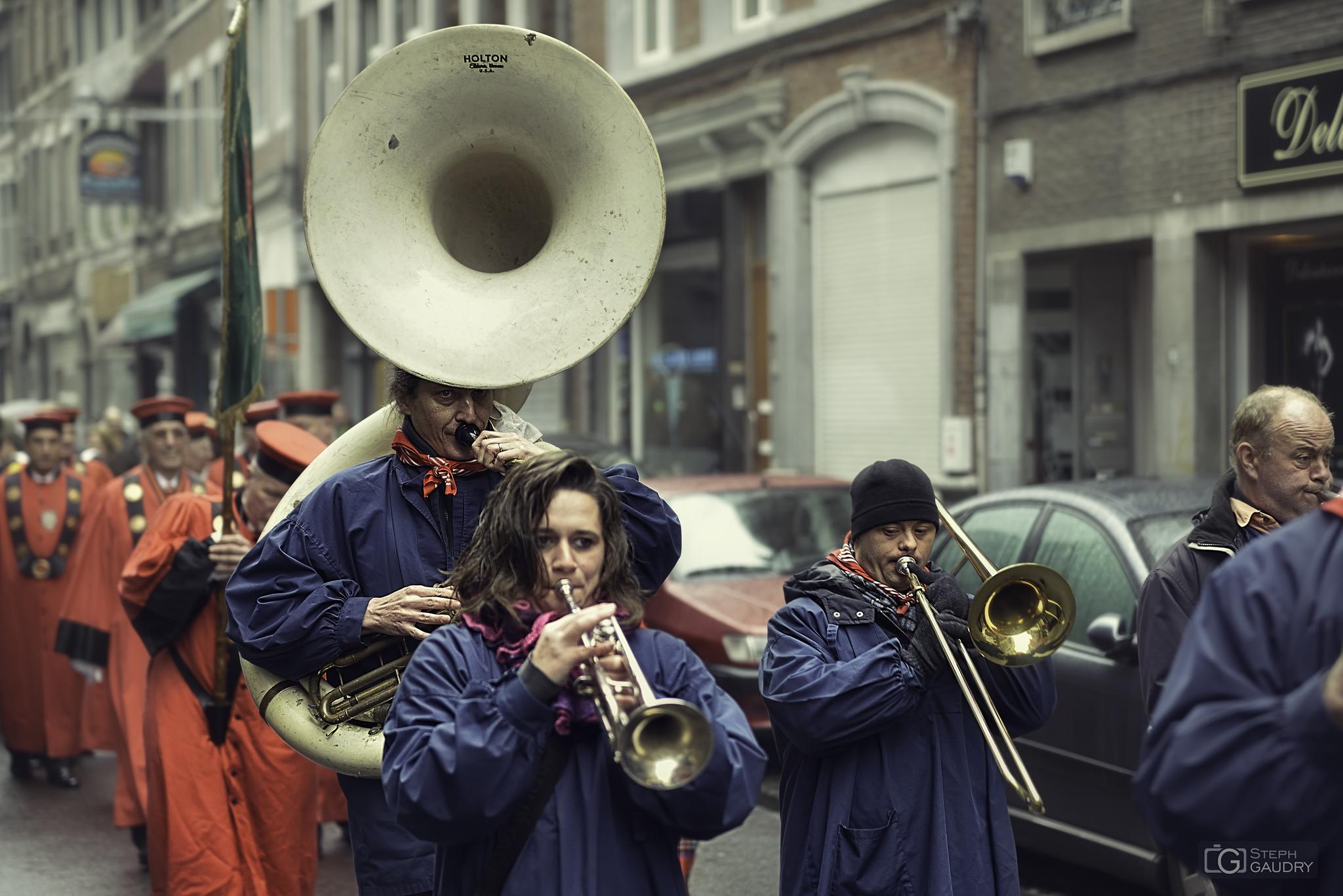 Fanfare en Feronstrée [Click to start slideshow]