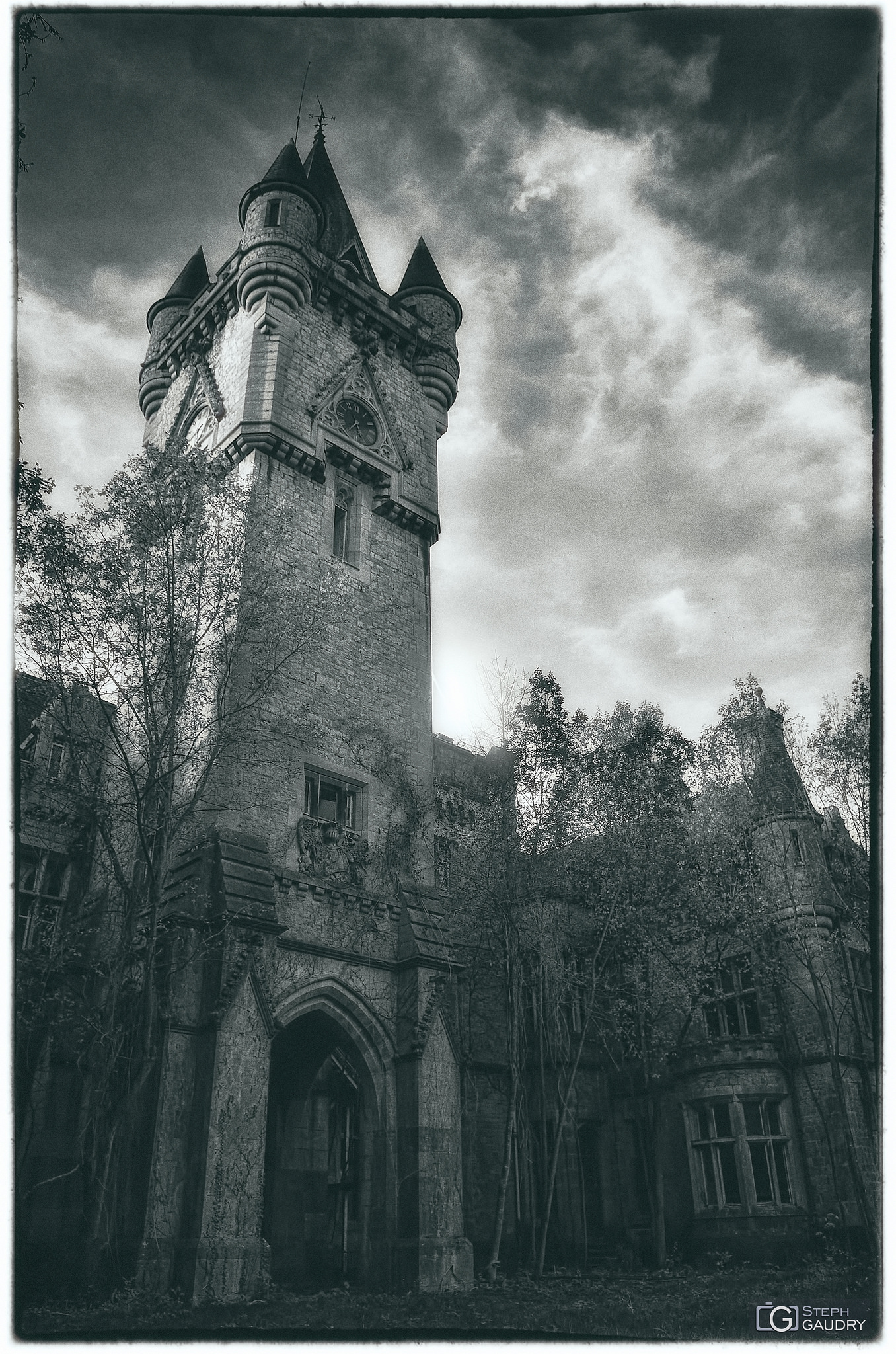 Noisy vintage, clock tower [Cliquez pour lancer le diaporama]