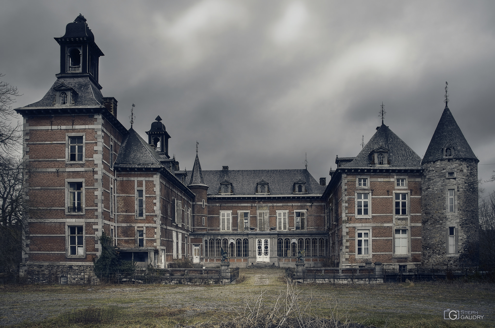 Château ferme aux gardiens zélés