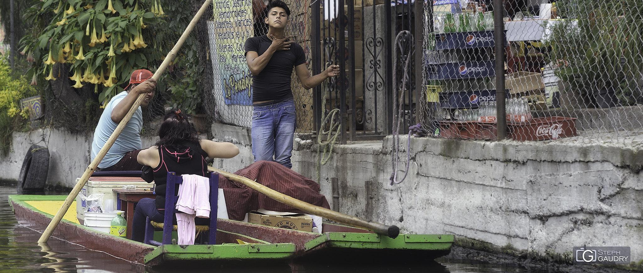 Sur les canaux de Xochimilco (MEX) [Cliquez pour lancer le diaporama]