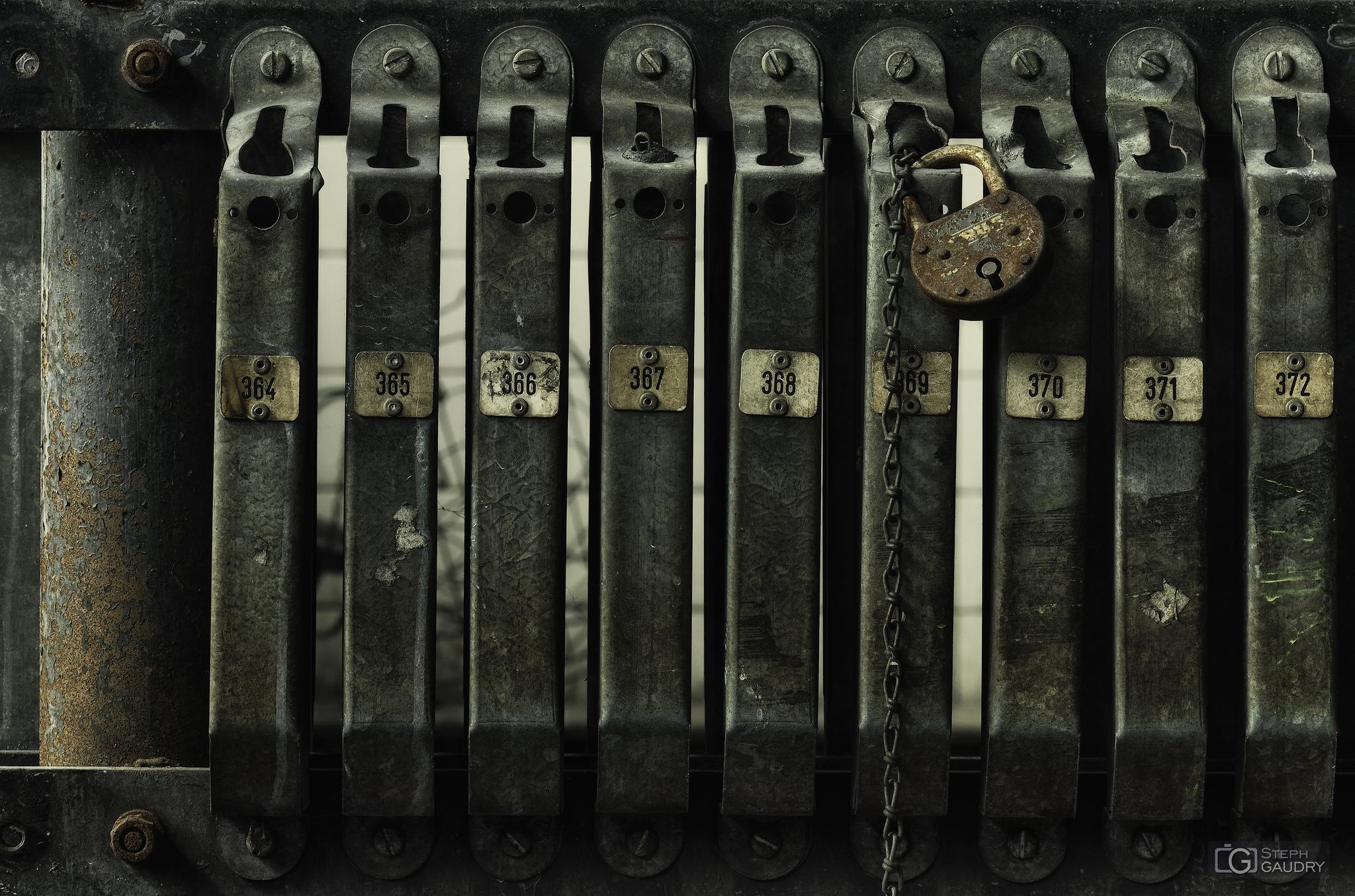 Lock the cage 369 [Cliquez pour lancer le diaporama]
