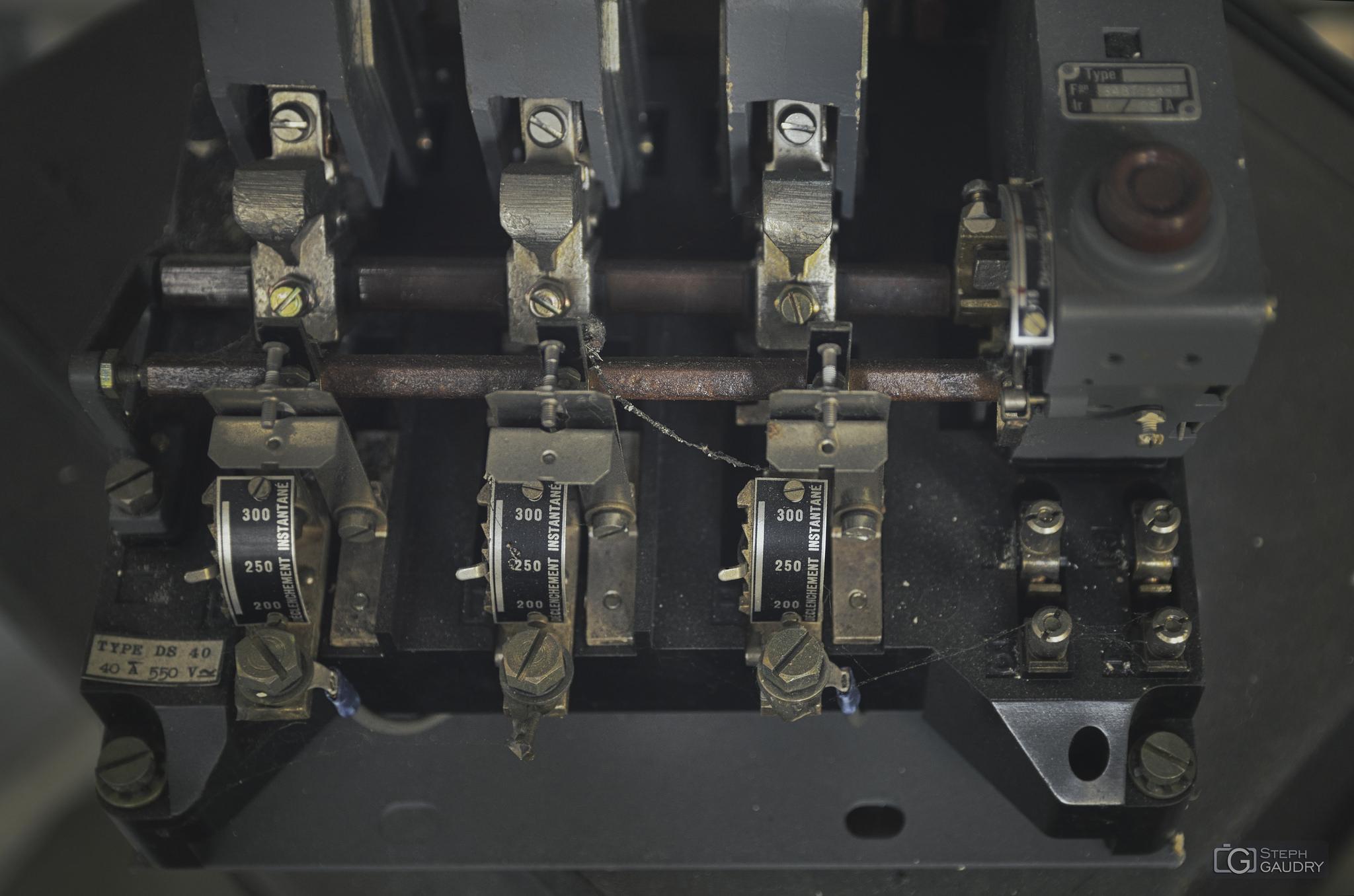 Mystérieuse machine à déclenchement instantané [Cliquez pour lancer le diaporama]