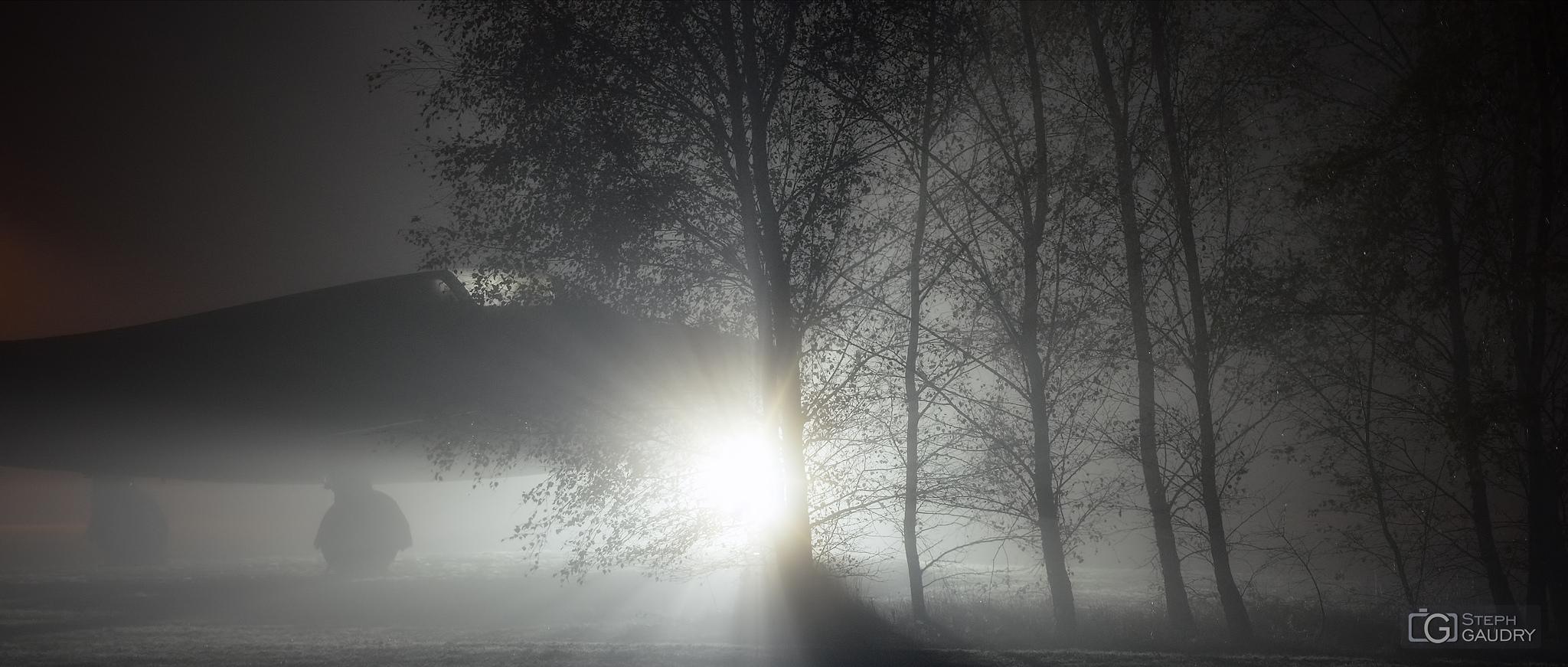 EHEH night, mist, and airplane [Klik om de diavoorstelling te starten]