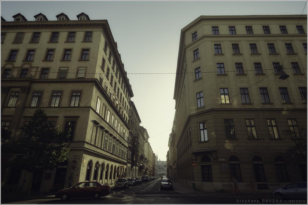 A kereszteződés között Steindl Imre utca és a Nádor utca [Cliquez pour lancer le diaporama]