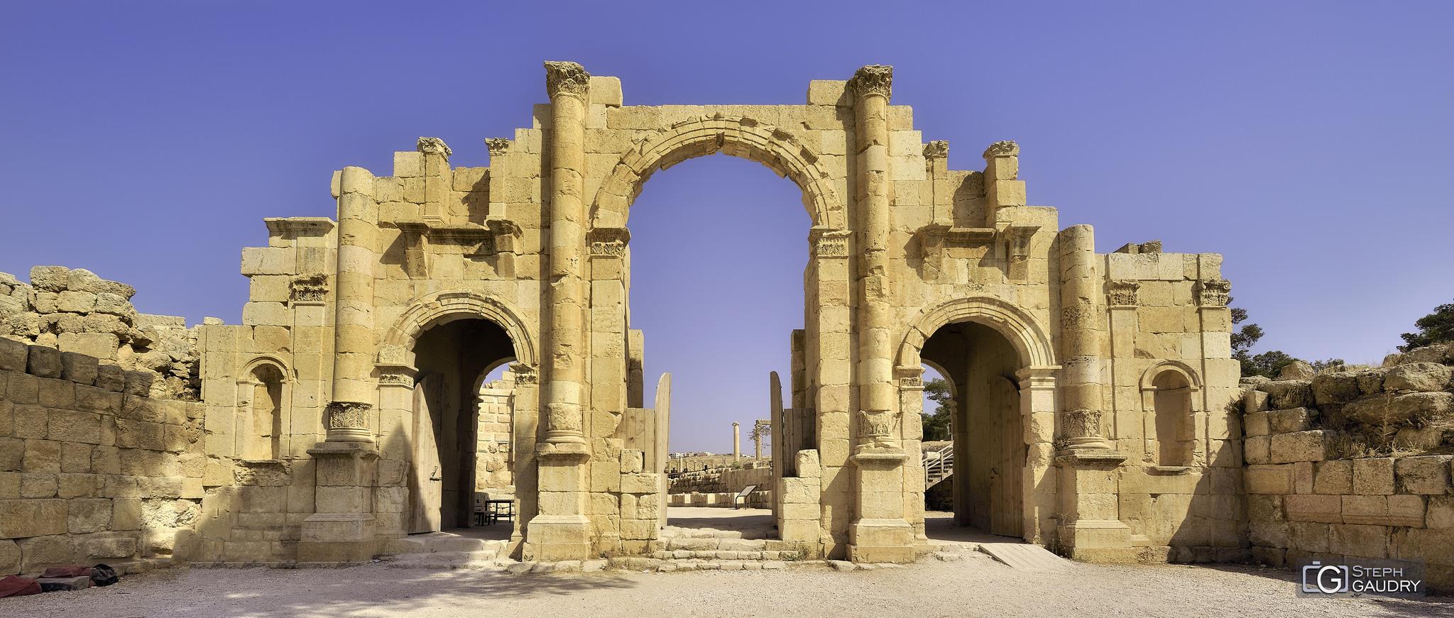 Jerash - La porte Sud [Klik om de diavoorstelling te starten]