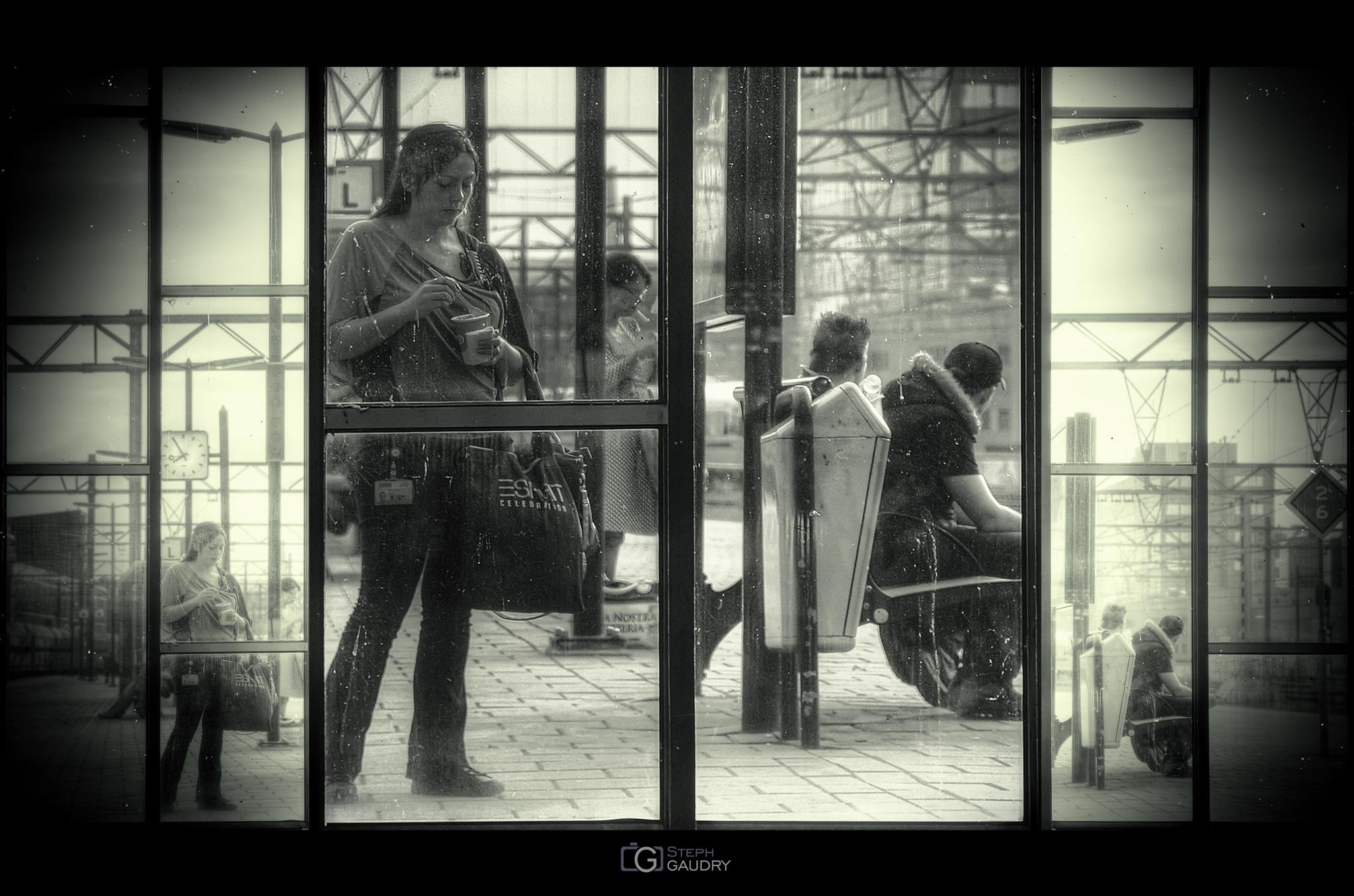 The window [Click to start slideshow]