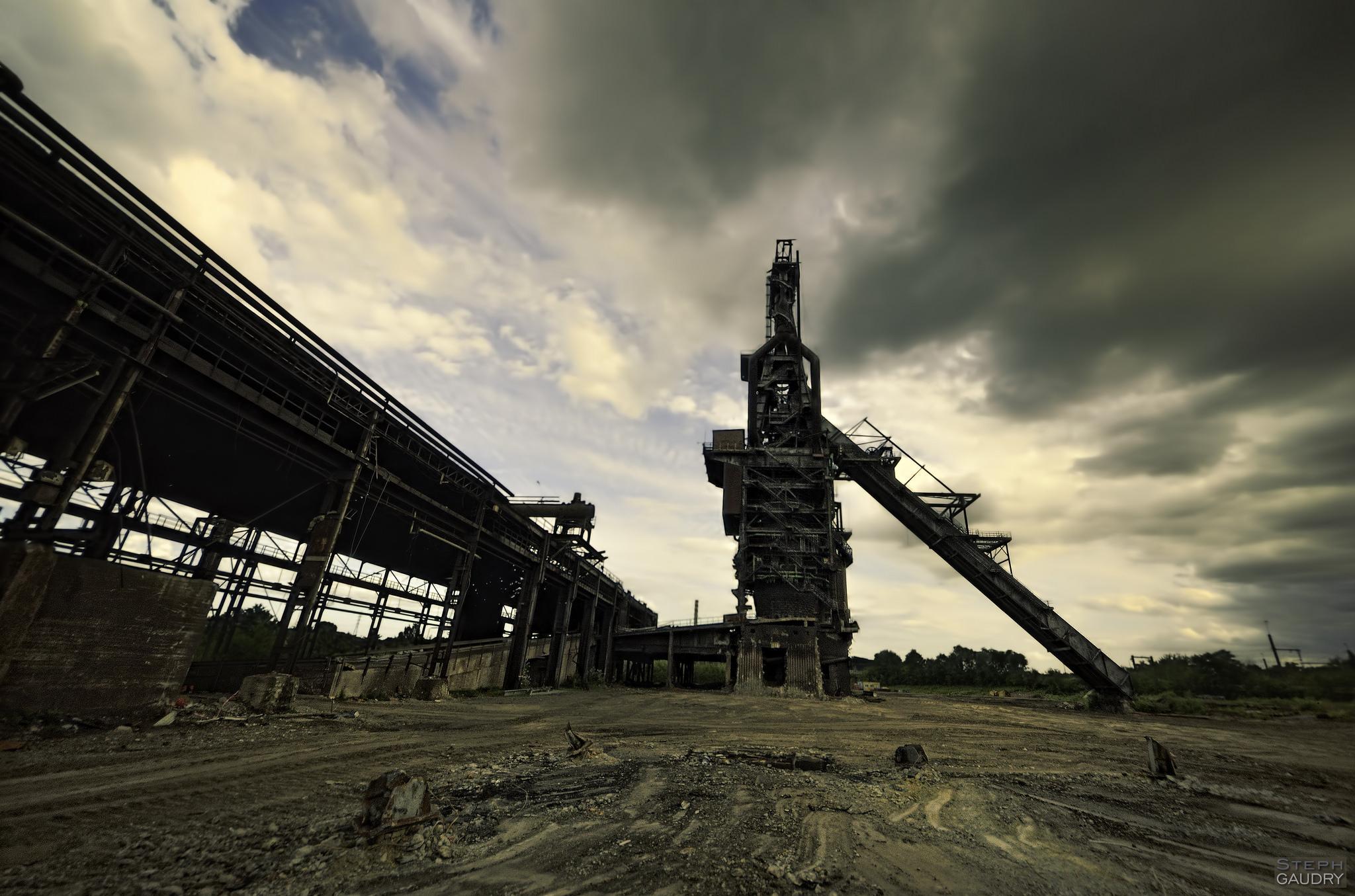 Haut Fourneau 6 des forges de Clabecq, pendant son démantellement