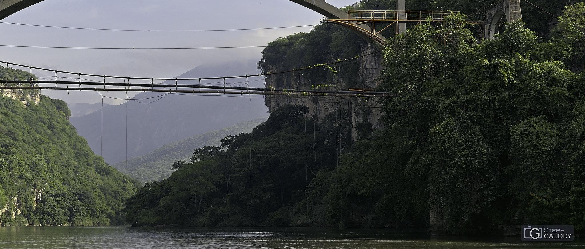 Río Grijalva - le plongeoir des fous [Click to start slideshow]