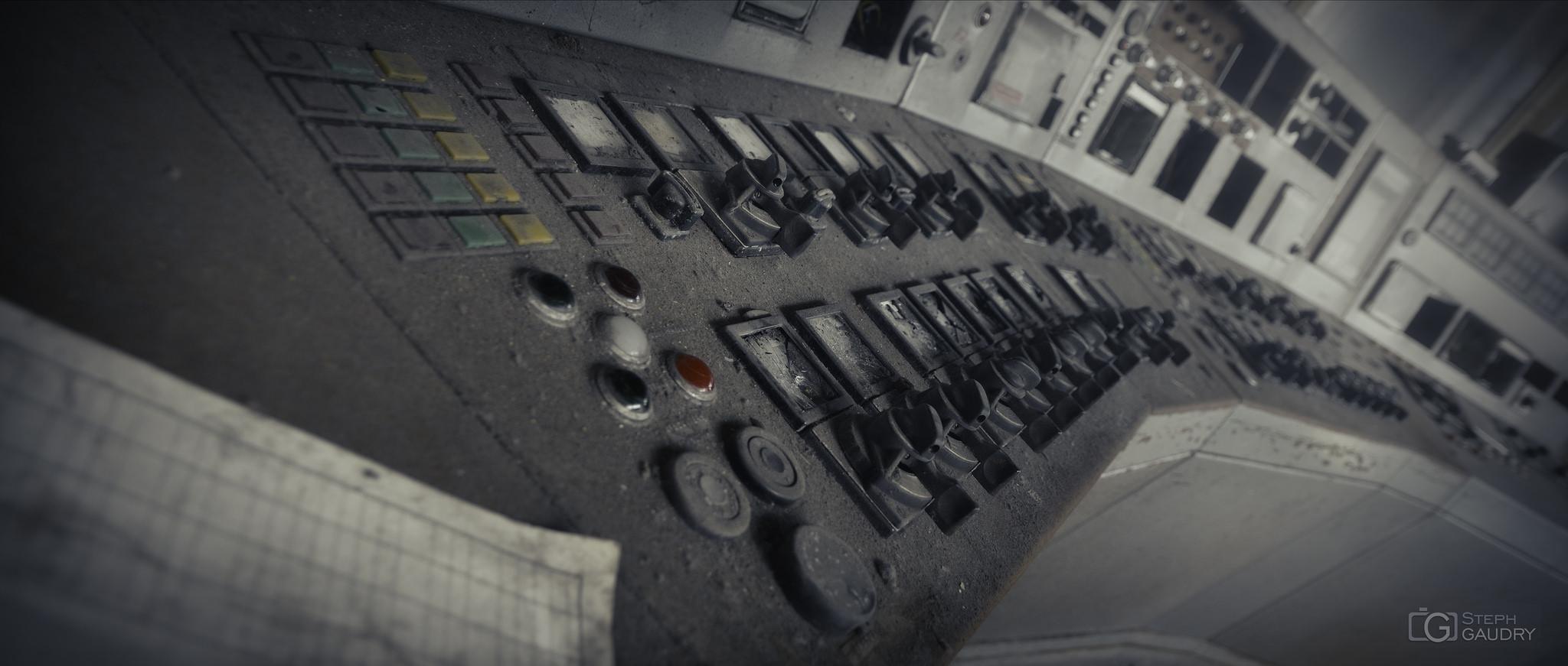 ECVB : lillte grey control room [Click to start slideshow]