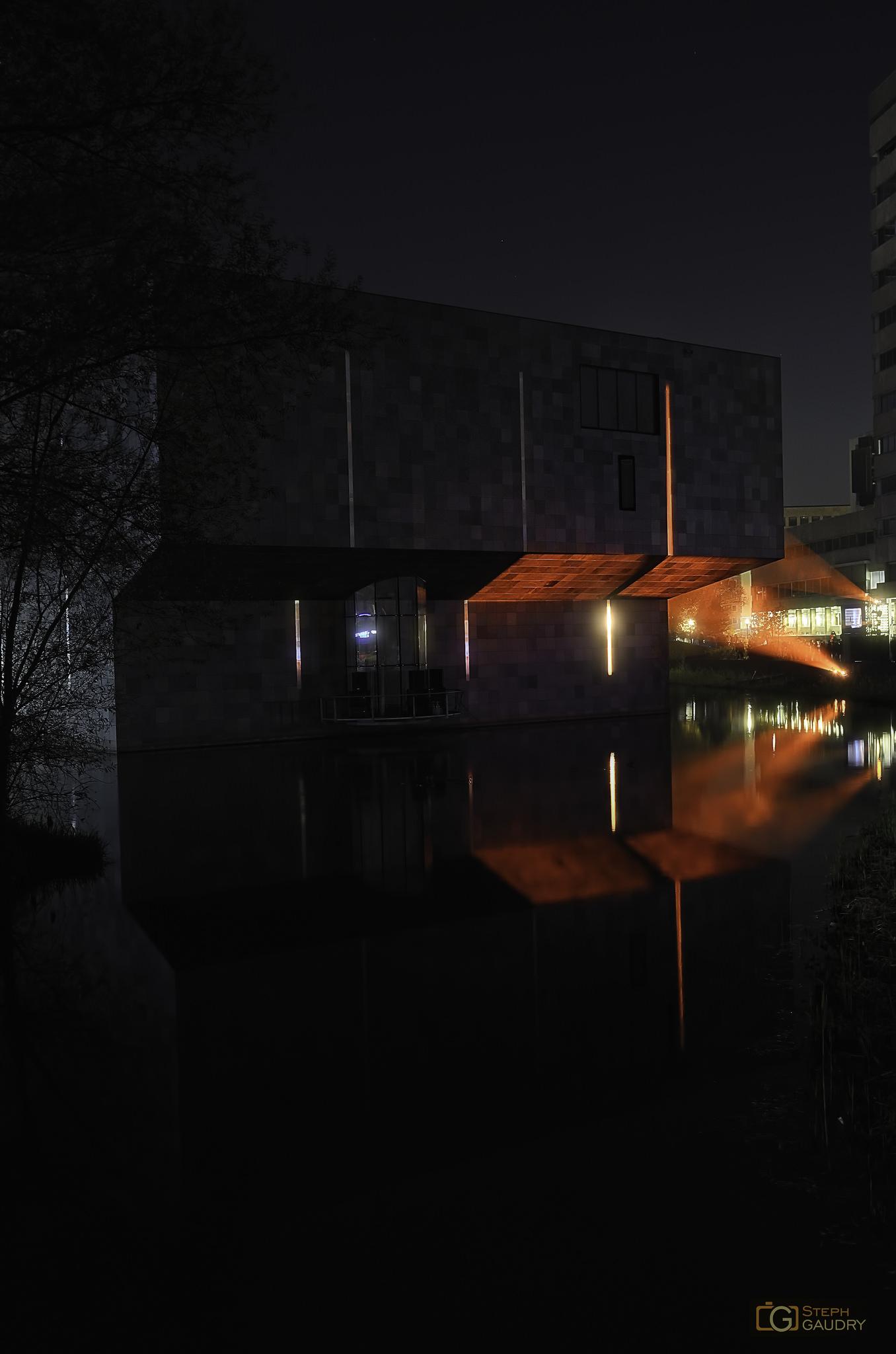 Burning Van Abbe Museum - 3 [Cliquez pour lancer le diaporama]