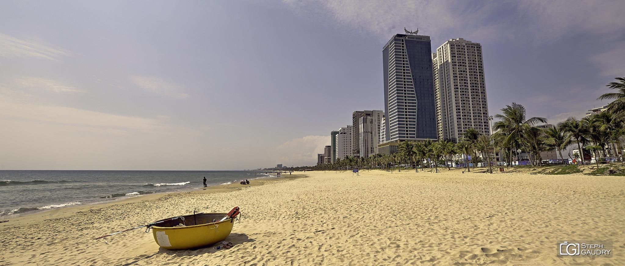 La plage de Da Nang [Klik om de diavoorstelling te starten]