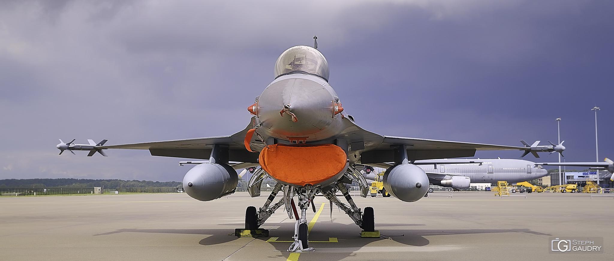 F-16 Fighting Falcon - vue de face [Cliquez pour lancer le diaporama]