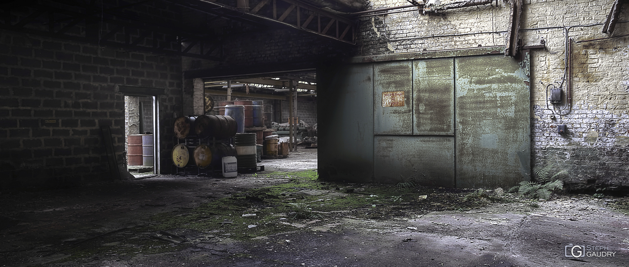 Garage Imperia - les hangars vides [Klik om de diavoorstelling te starten]