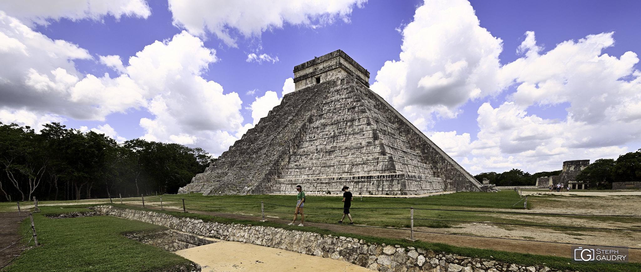 Chichén Itzá - El Castillo (pyramide de Kukulcán) - ciné [Click to start slideshow]