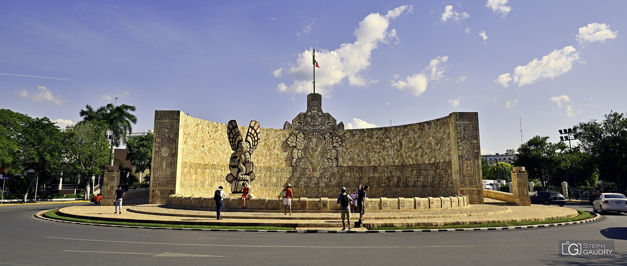 Merida - monument à la Patrie [Cliquez pour lancer le diaporama]
