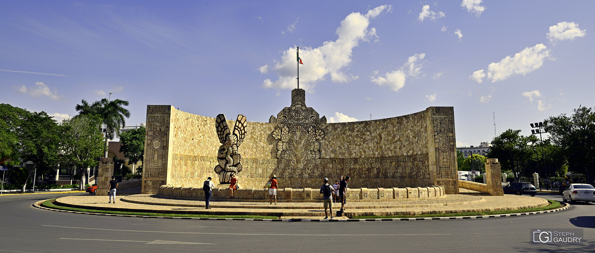Merida - monument à la Patrie [Klik om de diavoorstelling te starten]