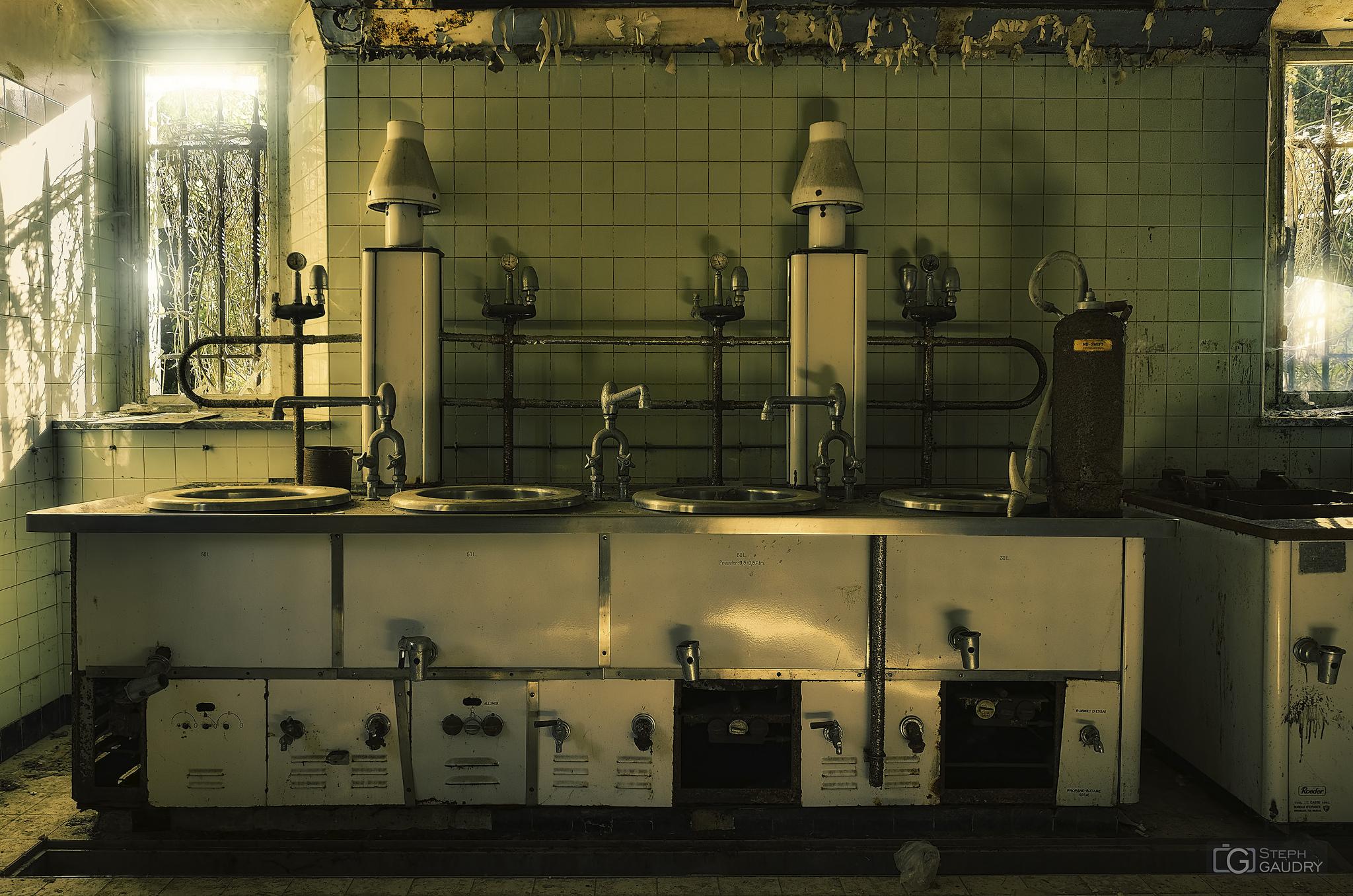 La cuisine du château de Noisy [Click to start slideshow]