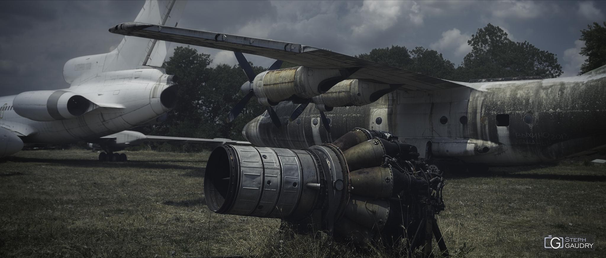 турбовинтовыми двигателями Антонова АИ-24 [Cliquez pour lancer le diaporama]