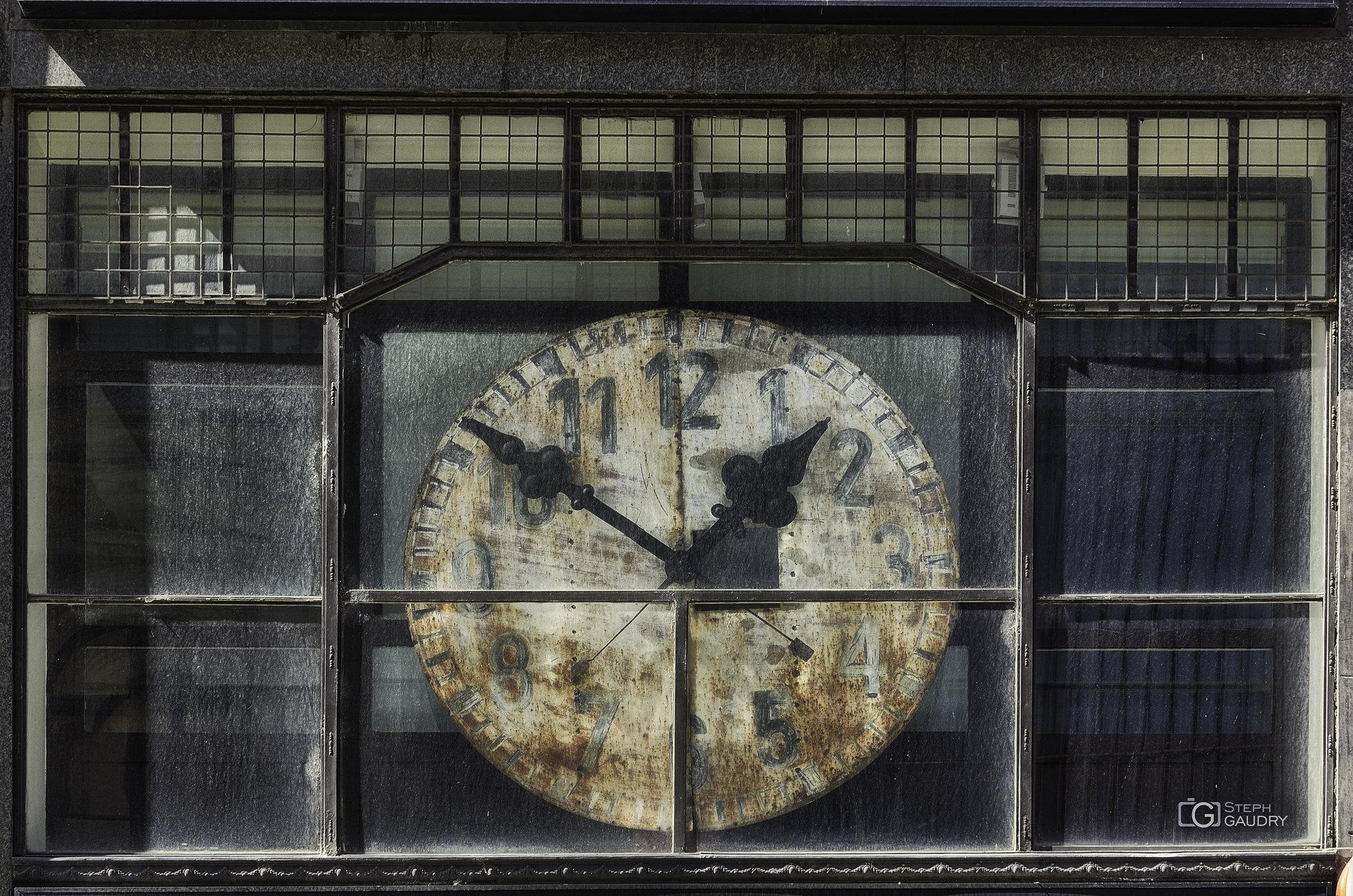 Don't watch the clock; do what it does. Keep going. [Cliquez pour lancer le diaporama]
