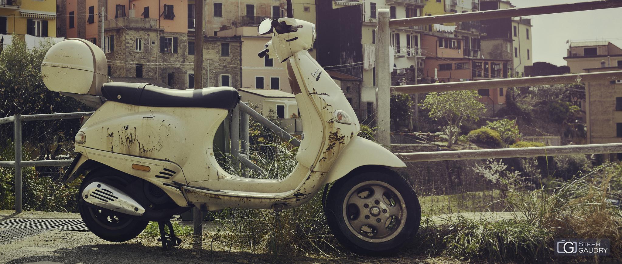 Liguria e Toscana dovrebbero essere visitati in Vespa [Cliquez pour lancer le diaporama]