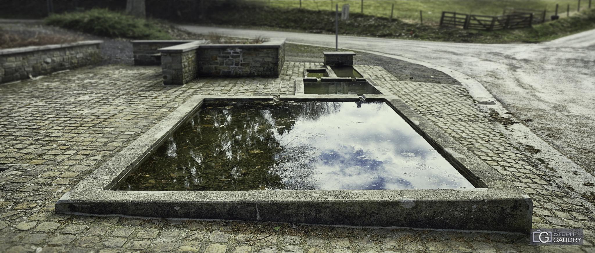 Lavoir public à Harre [Click to start slideshow]