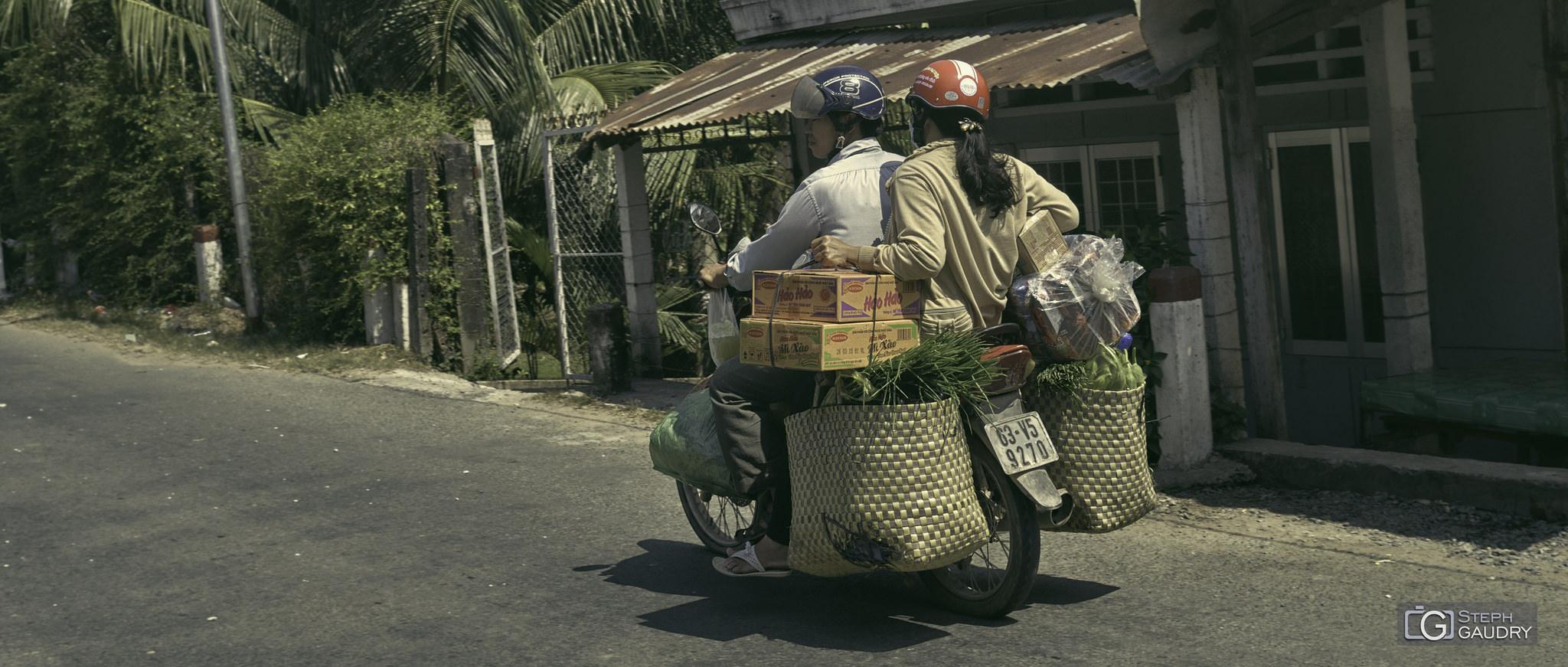Retour des courses en moto [Cliquez pour lancer le diaporama]