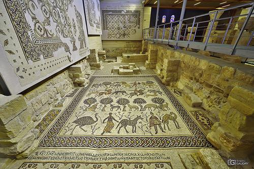 Mosaïque du diakonikon-baptistère de la basilique du mémorial de Moïse au Mont Nébo