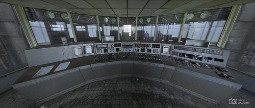 Petite salle de contrôle grise - fisheye
