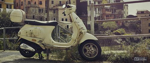 Liguria e Toscana dovrebbero essere visitati in Vespa