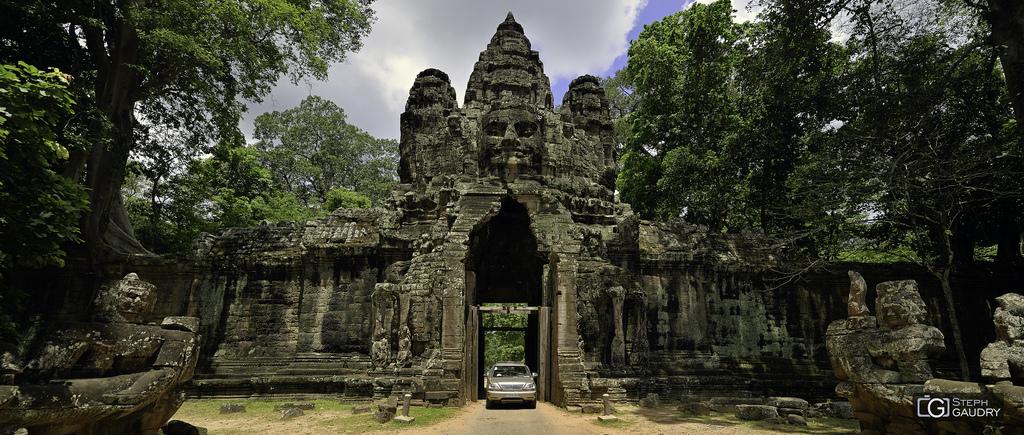 La porte de la victoire, en direction d'Angkor Tom