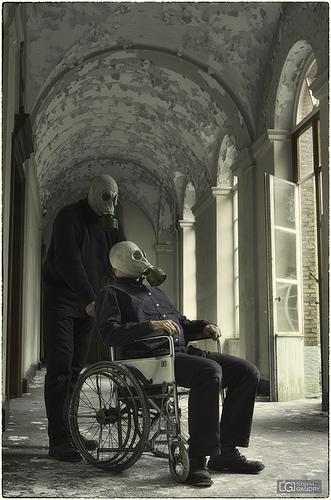 Aide-toi et le ciel t'aidera (je suis à la fois celui qui est dans la chaise et celui qui pousse)