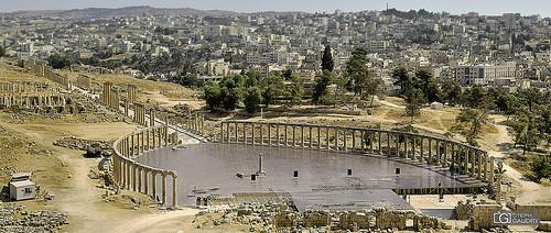 Jerash - Le forum ovale et le Cardo Maximus