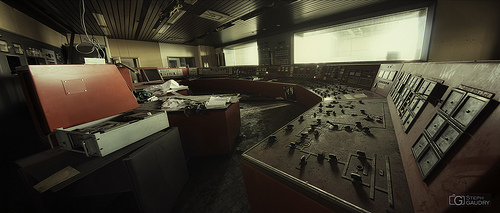 ECVB - Red control room - cinemascope format
