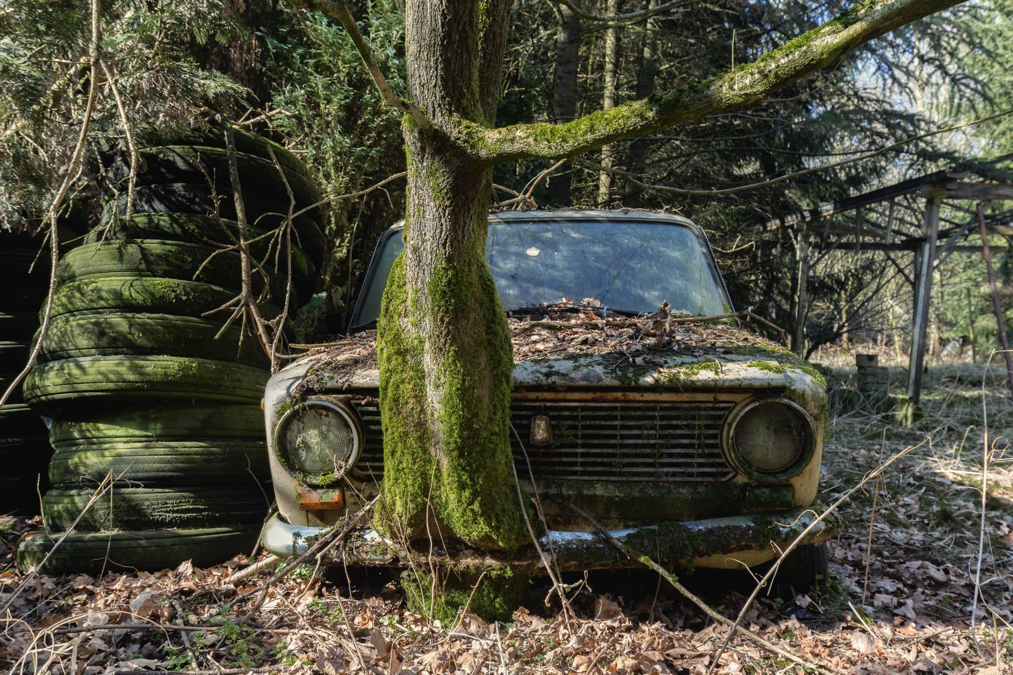 Urbex rusty car